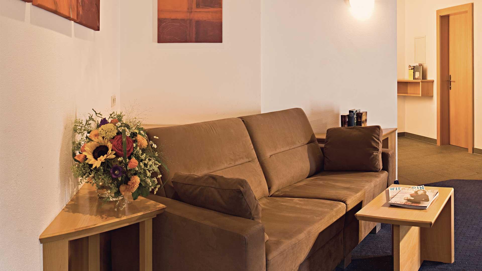 Couch Gradiva Apartments
