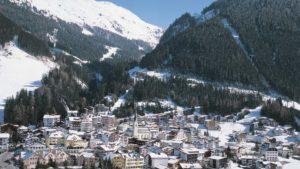 Stadt- und Berglandschaft
